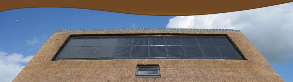 Zonnepanelen en het rieten dak