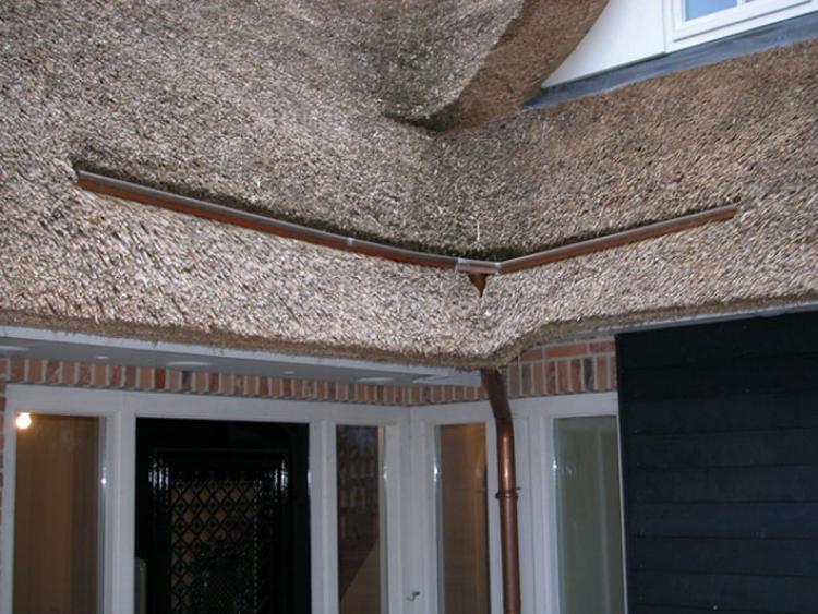 Koper en zink en het rieten dak vakfederatie rietdekkers - Mezzanine onder het dak ...