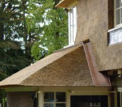 Hemelwaterafvoer bij rieten dak