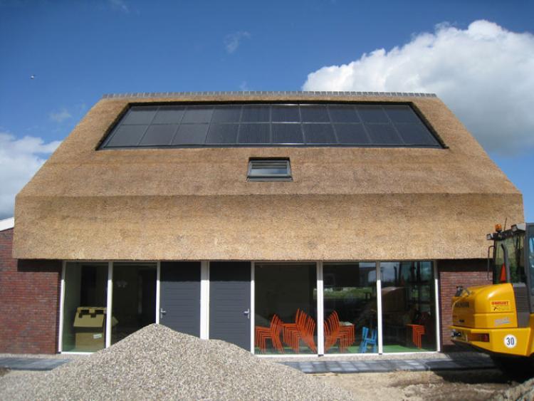 Zonnepaneel - Vakfederatie Rietdekkers